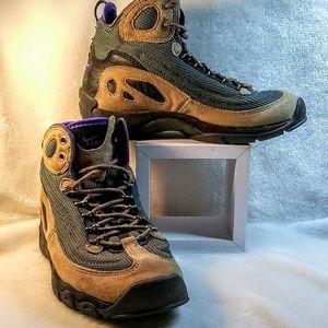 Women's Nike air acg boots
